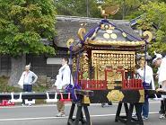 お神輿(通用門前)